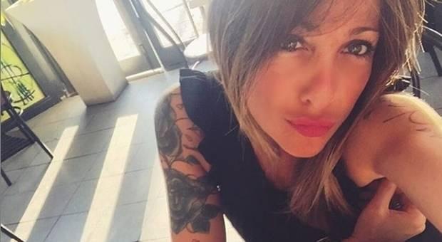 75494-dzvezda-na-roma-mamo-te-molam-prestani-da-stavash-seksi-fotki-na-instagram-foto