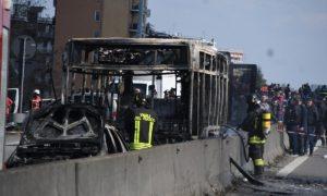 Мигрант запали автобус